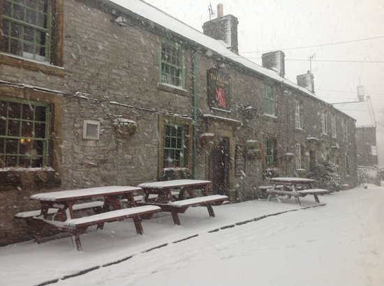 Red Lion, Litton on a lovely snowy day in Janzuary Papp