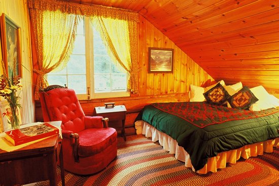 Lisianski Inlet Lodge bedroom