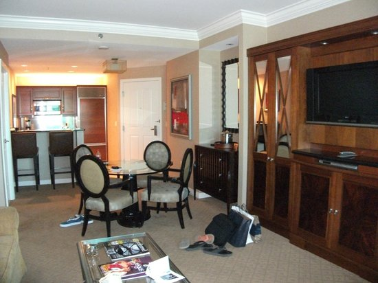 Signature at MGM Grand :                   One-Bedroom Lounge