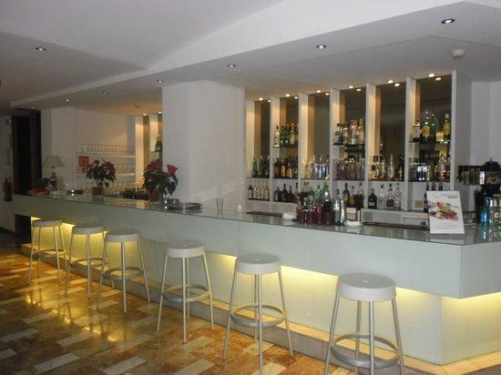 Vistasol Hotel & Apartamentos:                   Bar