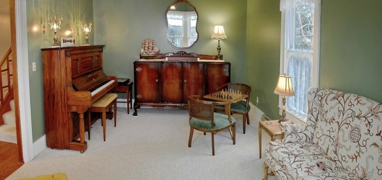 Blue Goose Inn Bed and Breakfast: Drawing Room of Coupe House