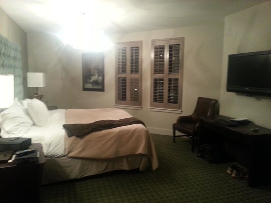 Grand Bohemian Hotel Asheville, Autograph Collection:                   Bed