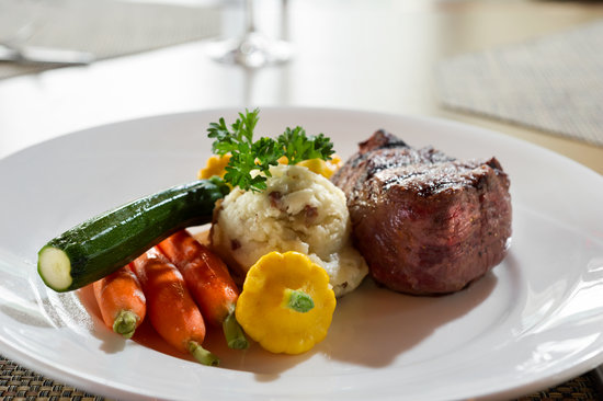 The Vista Bistro Italian Eatery: grat steaks, chops, fresh seafood and salads