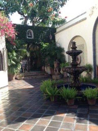 Hacienda San Angel :                   Foyer