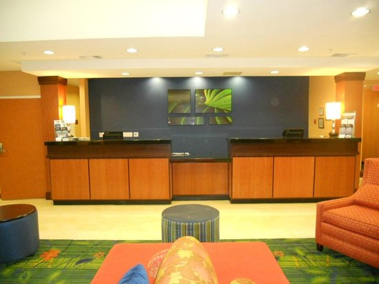 Fairfield Inn & Suites Visalia Tulare: Reception desk
