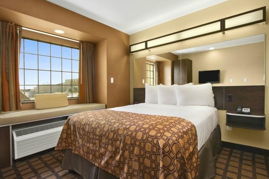 Microtel Inn & Suites by Wyndham Buda at Cabela's: Queen Suite