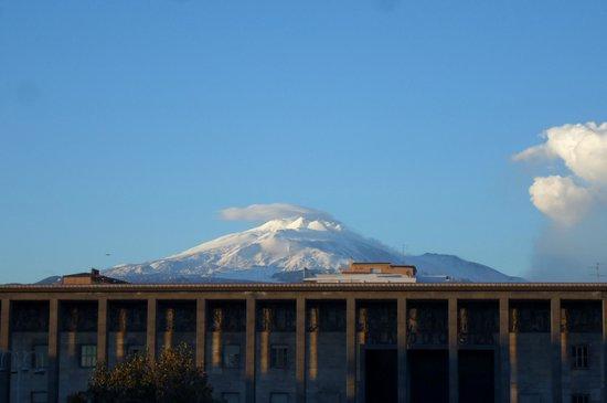 Mercure Catania Excelsior:                   Vista da Varanda doHotel - Monte Etna!