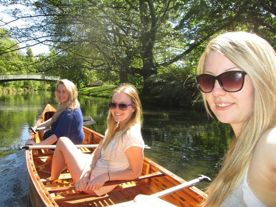 Punting on the Avon:                   Rowing on the avon