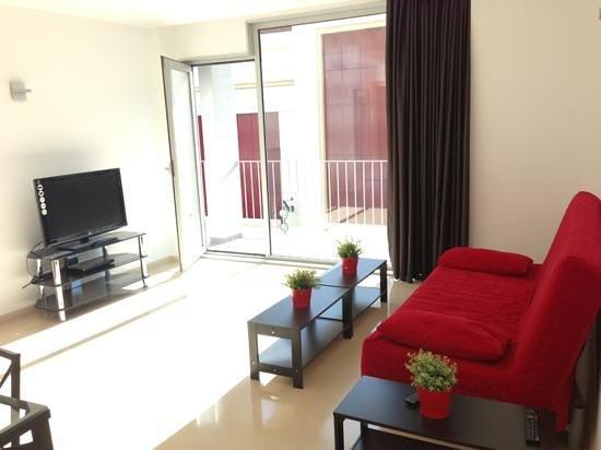 Charmsuites Nou Rambla Apartments:                   le salon