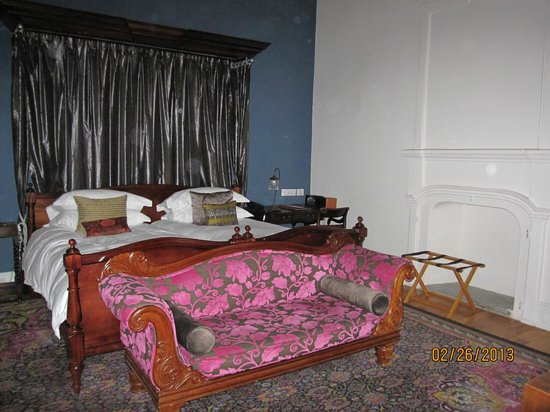 Oude Werf Hotel:                                     Bedroom in original building