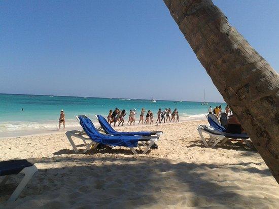 Grand Palladium Punta Cana Resort & Spa:                   El equipo de animación en acción