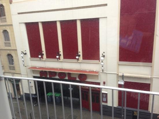 Charmsuites Nou Rambla Apartments:                   En face et assez bruyant la nuit