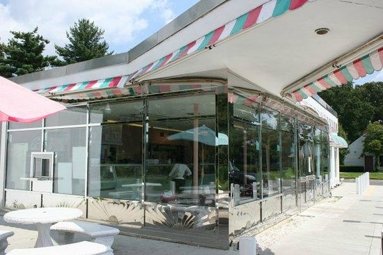 Royale Crown Homemade Ice Cream and Grille: The Outdoor Awnings