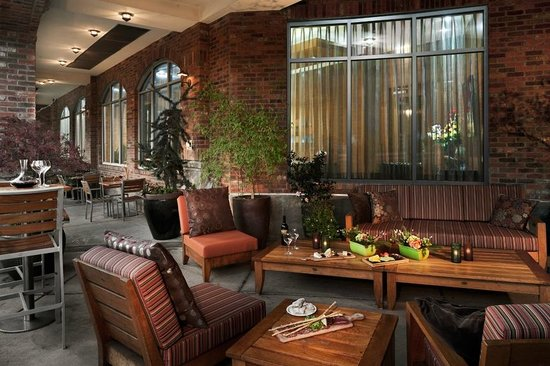 The Heathman Hotel Kirkland: Trellis Restaurant Outdoor Dining