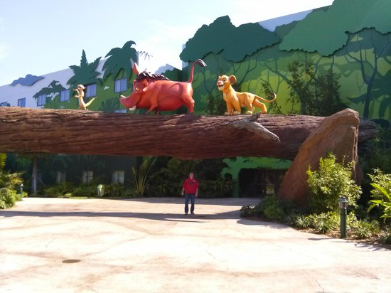 Disney's Art of Animation Resort: A walk through the jungle to our rooms!