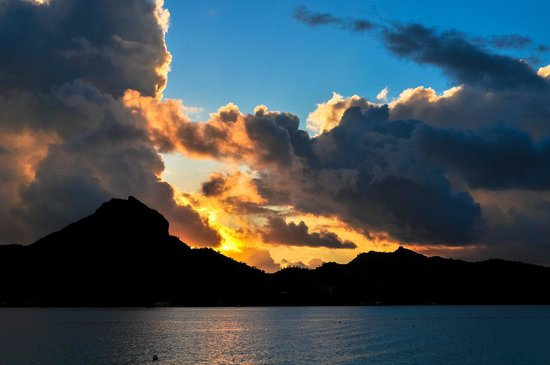 Four Seasons Resort Bora Bora: sunset from our bungalow