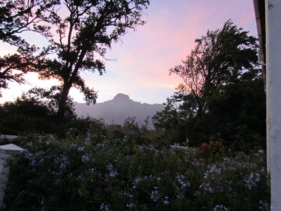 Lekkerwijn: View of Franschoek mountains from behind the cottage
