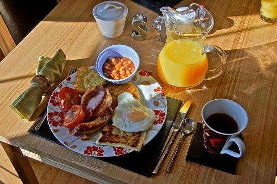 Killunaght House :                   This is a typical breakfast that Dolores prepared