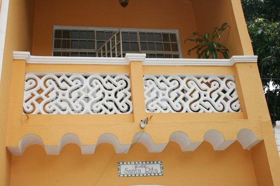 Hostal Santa Rita: Balcón entrada