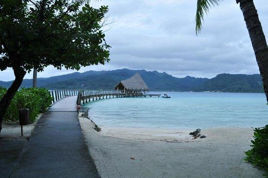 Le Taha'a Island Resort & Spa: arrival pier