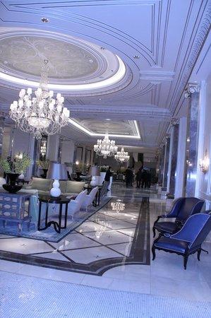 Four Seasons Hotel Baku: hotel lobby