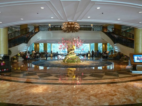 Makati Shangri-La Manila : Hotel foyer