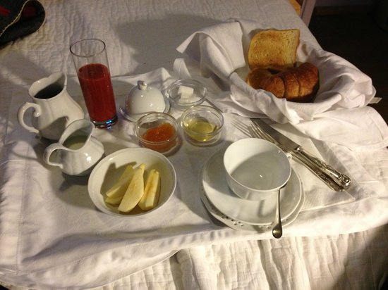 Casa Howard Guest House:                   nice room service and very good breakfast