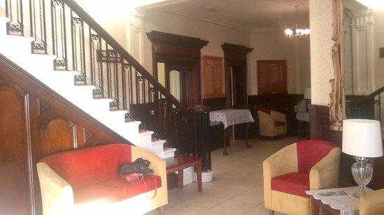Fishguard Bay Hotel: ground floor lobby