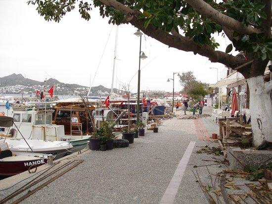 Bodrum, Turquía:                   Yalıkavak'ın sezonda en yoğun olduğu çarşı...