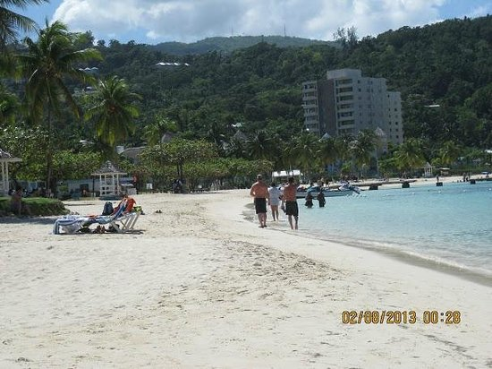 Rooms Ocho Rios:                                     Looking down the beach