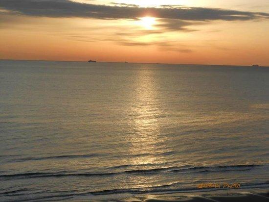 Ocean Beach Club:                                     sunrise from my room