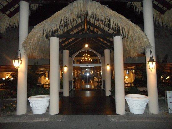 The Royal Suites Turquesa by Palladium:                   Lobby