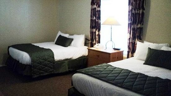 Kohl's Ranch Lodge: Two Bedroom Guest Room