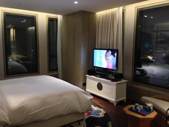 Hotel Indigo Shanghai on the Bund:                   Premiere Room                 