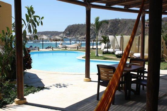 Manta Raya Hotel:                   Hammock/pool/dining