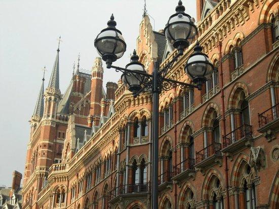 St. Pancras Renaissance Hotel London: Q