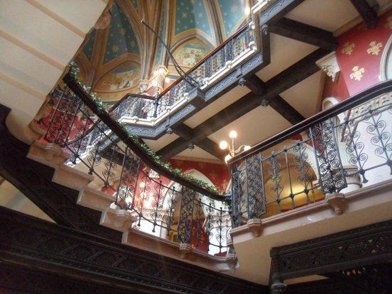 St. Pancras Renaissance London Hotel: Q