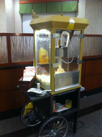 Drury Inn & Suites Kansas City Independence: Free Popcorn