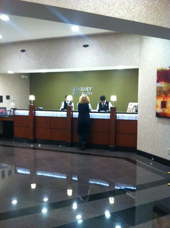 Drury Inn & Suites Kansas City Independence: Front Desk