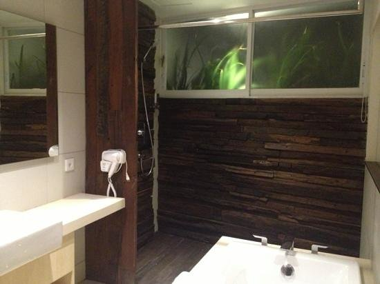 The Akmani Legian: bathroom