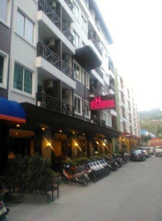 @Home Boutique Hotel:                   ampia disponibilità di scooters a noleggio