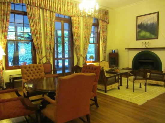 Jenolan Caves House: One of several sitting rooms