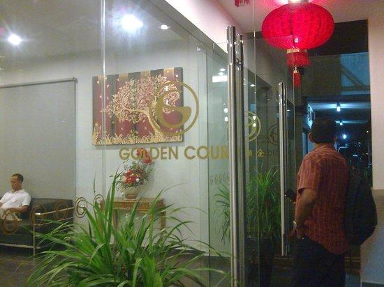 Golden Court Hotel-Tun Abdul Razak : the entrance