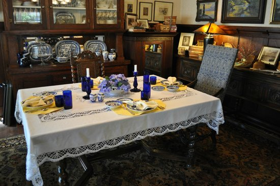 The George Johnson House: Come for dinner!