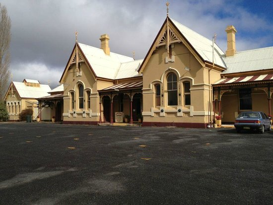 Tenterfield Railway Museum: Carpark in front of the museum