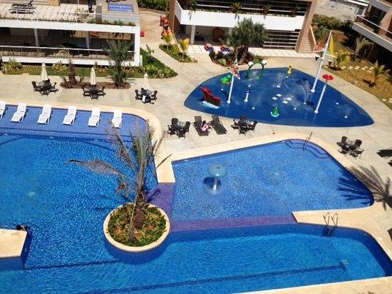 Margarita Real Boutique Hotel:                                     Area de recreacion piscina y plaza de agua