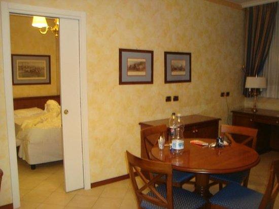 ATAHOTEL Linea Uno Residence:                   A suíte que ficamos tinha 4 ambientes (quarto, banheiro, sala, cozinha e close