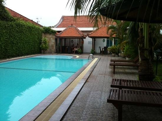 Tulips Hotel & Restaurant:                   zwembad