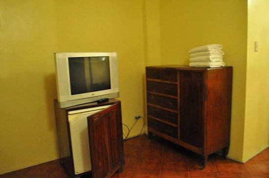 True Home Hotel, Boracay:                   TV and mini bar