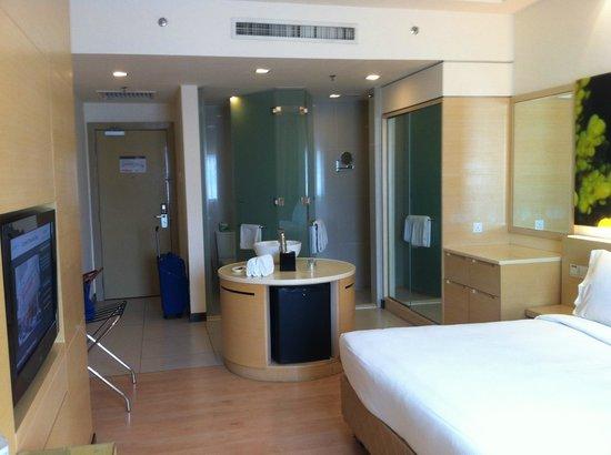 ANSA Kuala Lumpur:                   spacious room
